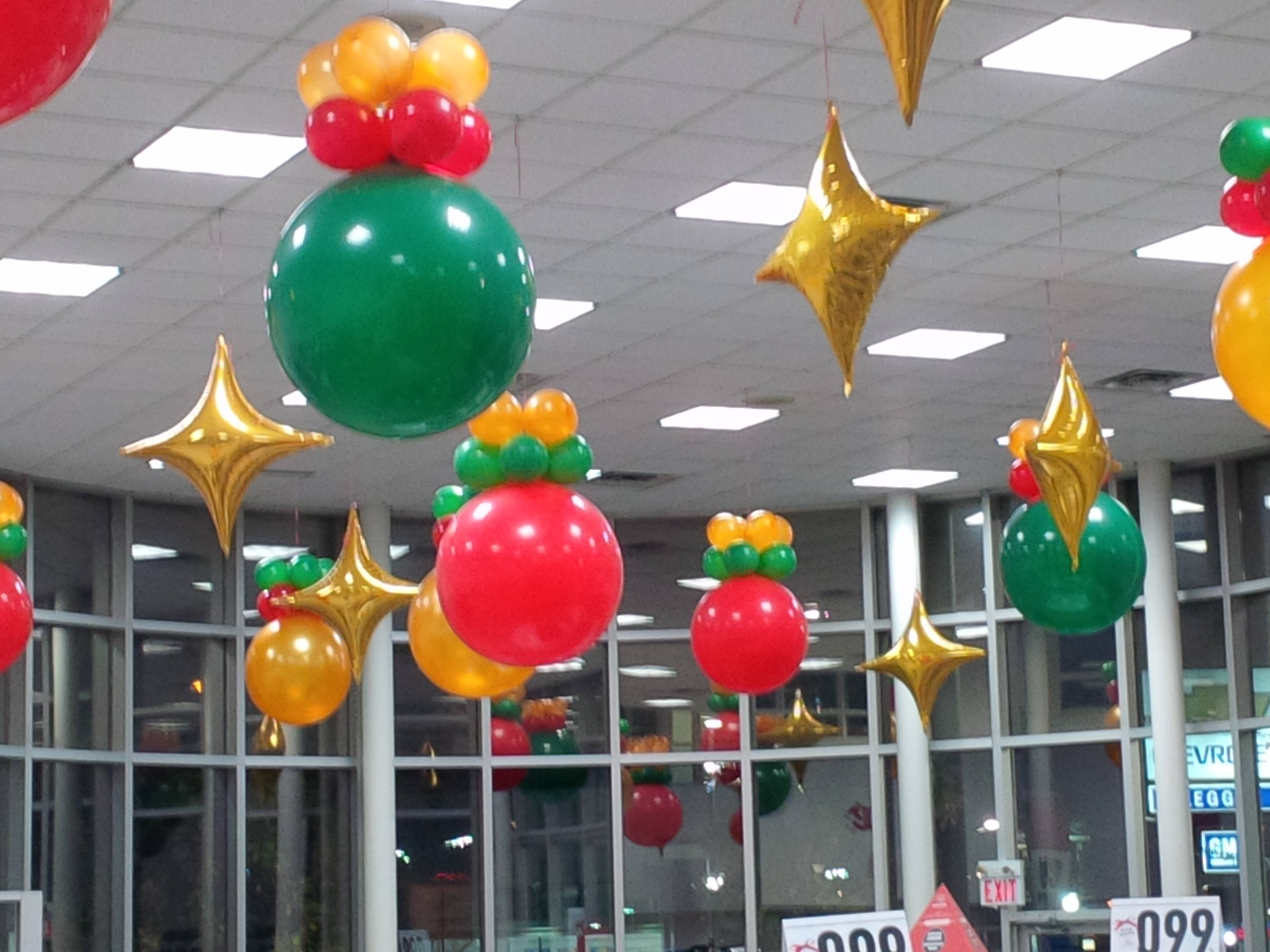 ceiling_6 - Christmas Balloon Decor