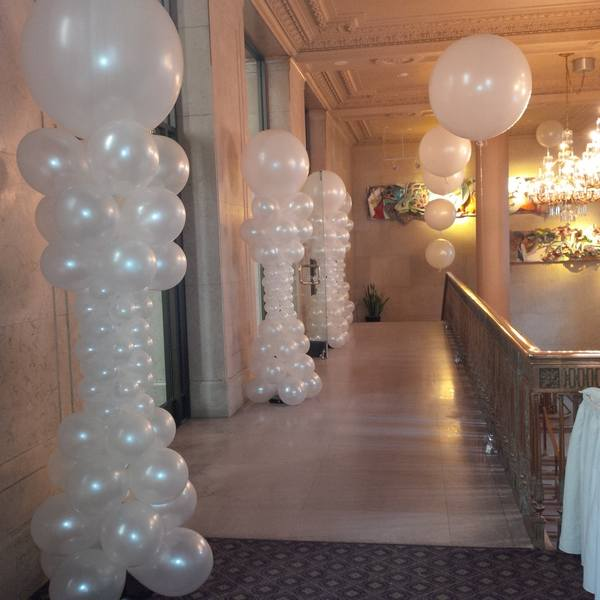 Balloon decorations for wedding and bridal showers for Wedding shower balloons