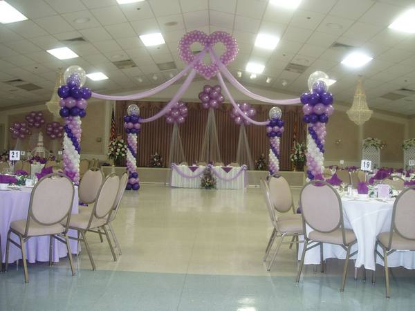 Balloon decorations for wedding and bridal showers for Balloon dance floor decoration